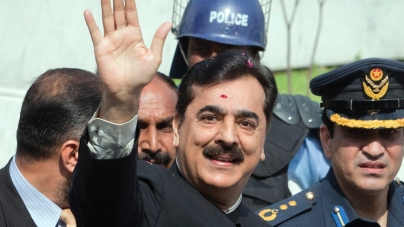 FIA Asks Gilani About Missing Necklace