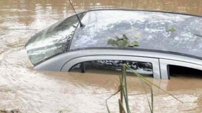 Five Die As Car Falls in Jhelum River
