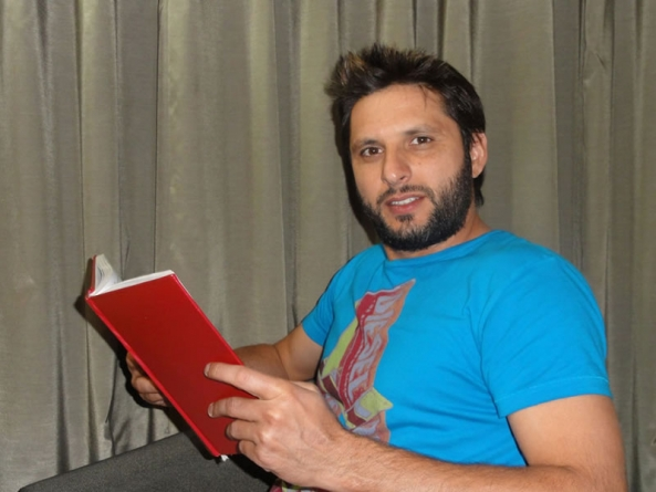 Shahid Afridi's Complete Biography and Photos