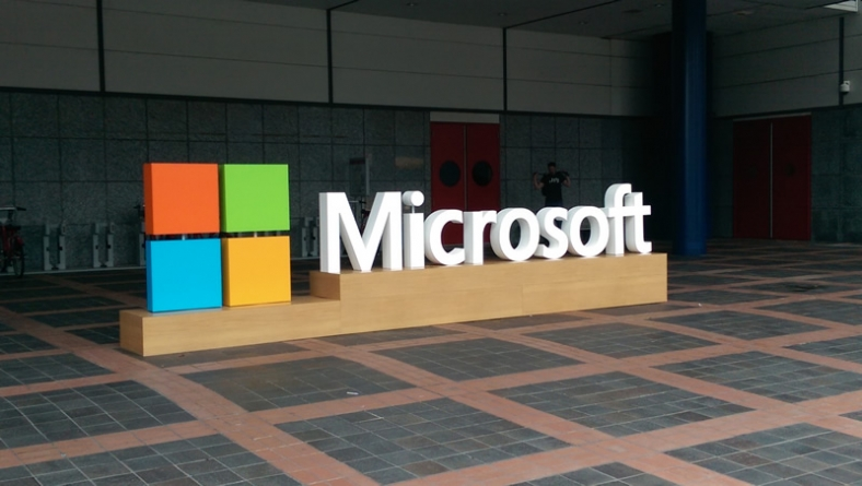 Microsoft to warn users of suspected hacks by governments