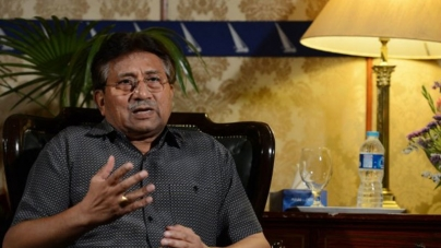 Musharraf slams Altaf for Asking Help from India