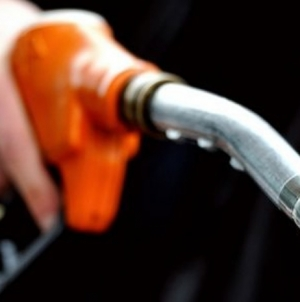 Oil Prices Drop on Greece, US Output Worries