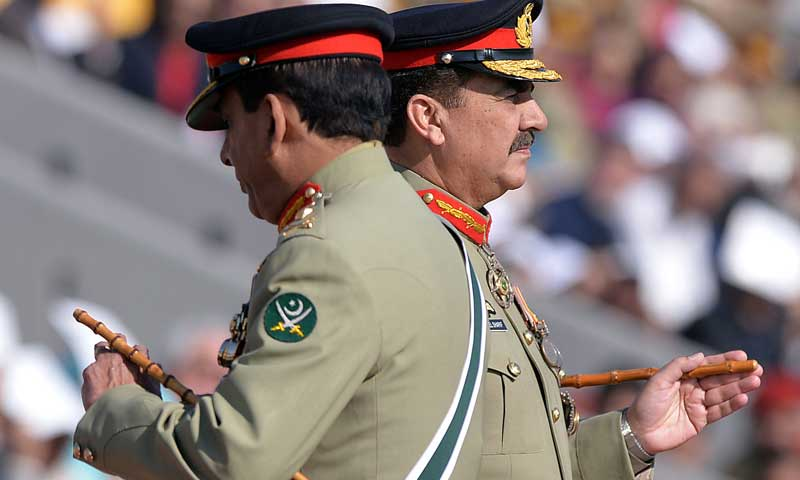 General Raheel Sharif (R) and outgoing army chief General Ashfaq Kayani