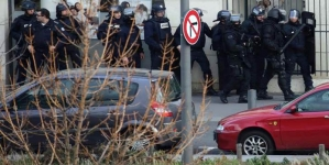 Gunman Holds Two Hostages in French Post Office