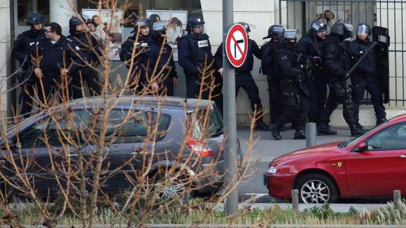 Paris post office gunman