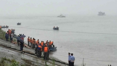 Ship Carrying More Than 450 People Sinks in China's Yangtze River