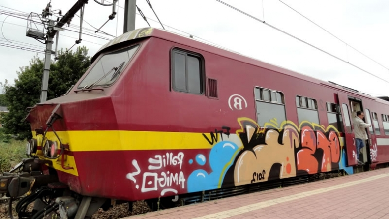 Spanish Gang Stops Trains for Graffiti