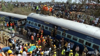 Train Crash Kills at Least 10 in India