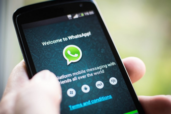 WhatsApp service stumbles briefly